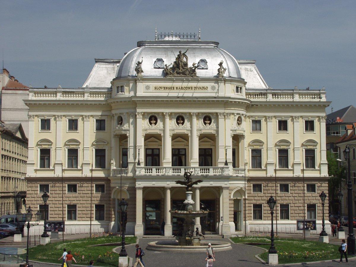 Historicka budova SND